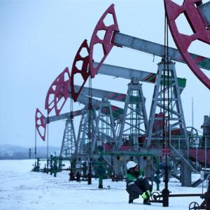 Россия снизит добычу нефти, если то же сделает США