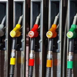 Россия оказалась посередине мирового рейтинга цен на бензин
